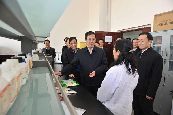 陈振亮调研高校工作:坚持教育优先发展战略