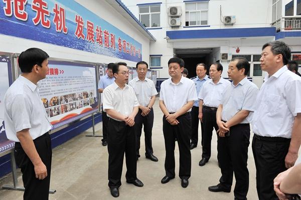 市长朱鹏在姚孟派出所调研扫黑除恶专项斗争活动。 记者 闫鑫 摄1.jpg