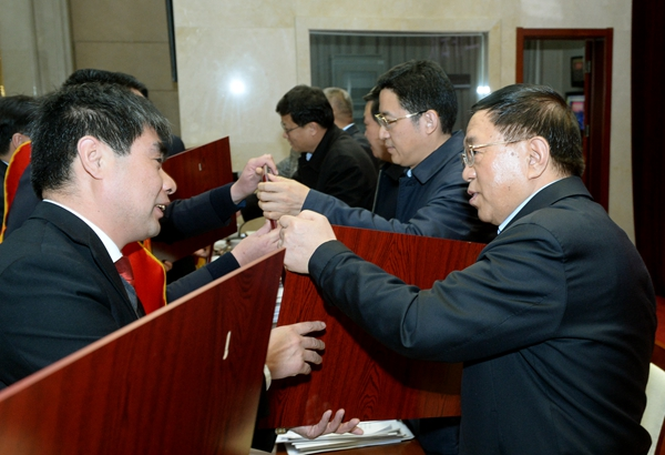 LZX_0617刘志宏等领导向获奖的单位与个人颁奖  记者 雷哲侠 摄_副本.jpg